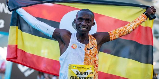 الأوغندي شيبتيغي يحطم الرقم القياسي في سباق عشرة آلاف متر