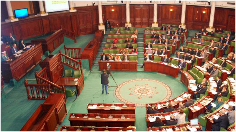 عدد من النواب يحتجون على عدم بث الجلسة العامة في المباشر ويعتبرونها غير شرعية