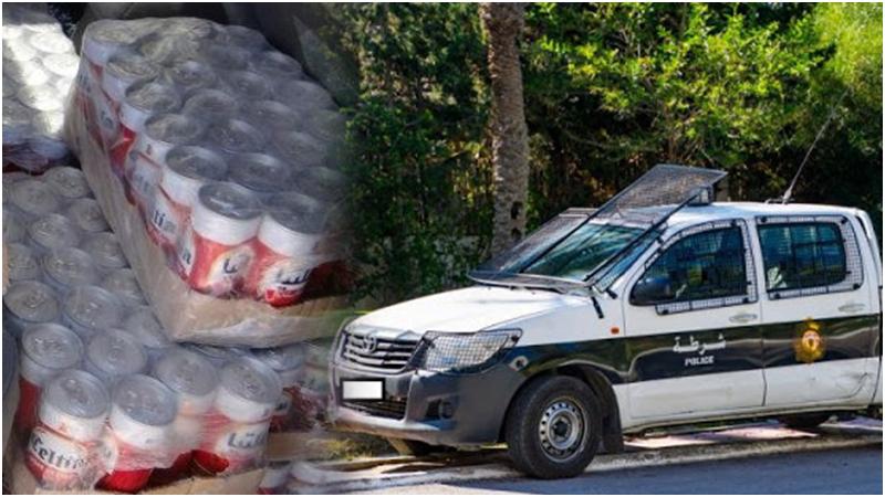 عون أمن يوزع مشروبات كحولية على بائعي الخمر على متن سيارة الشرطة