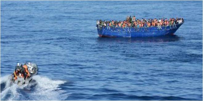 أعمارهم بين 25 و 39 سنة ..جيش البحر ينقذ 11 تونسيا من الغرق ويبحث عن إثنين آخرين