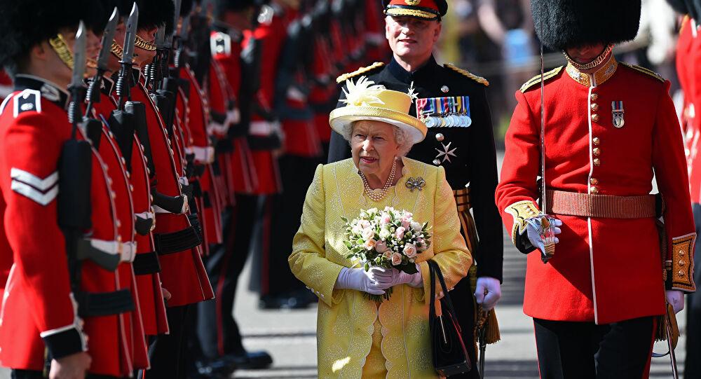 اعتقال حارس الملكة إليزابيث لحيازته مواد مخدرة